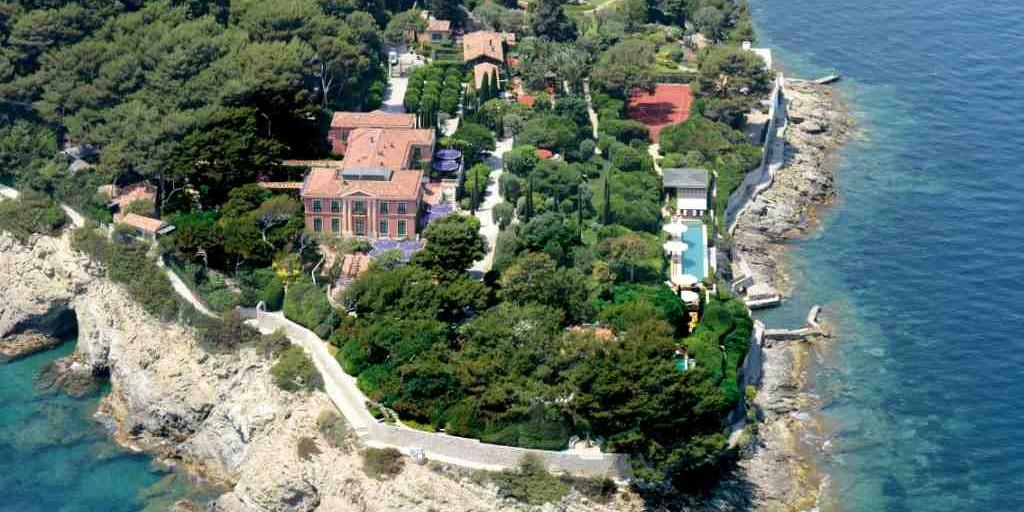 Un jardin botanique et sa villa à vendre 216000€ le M2