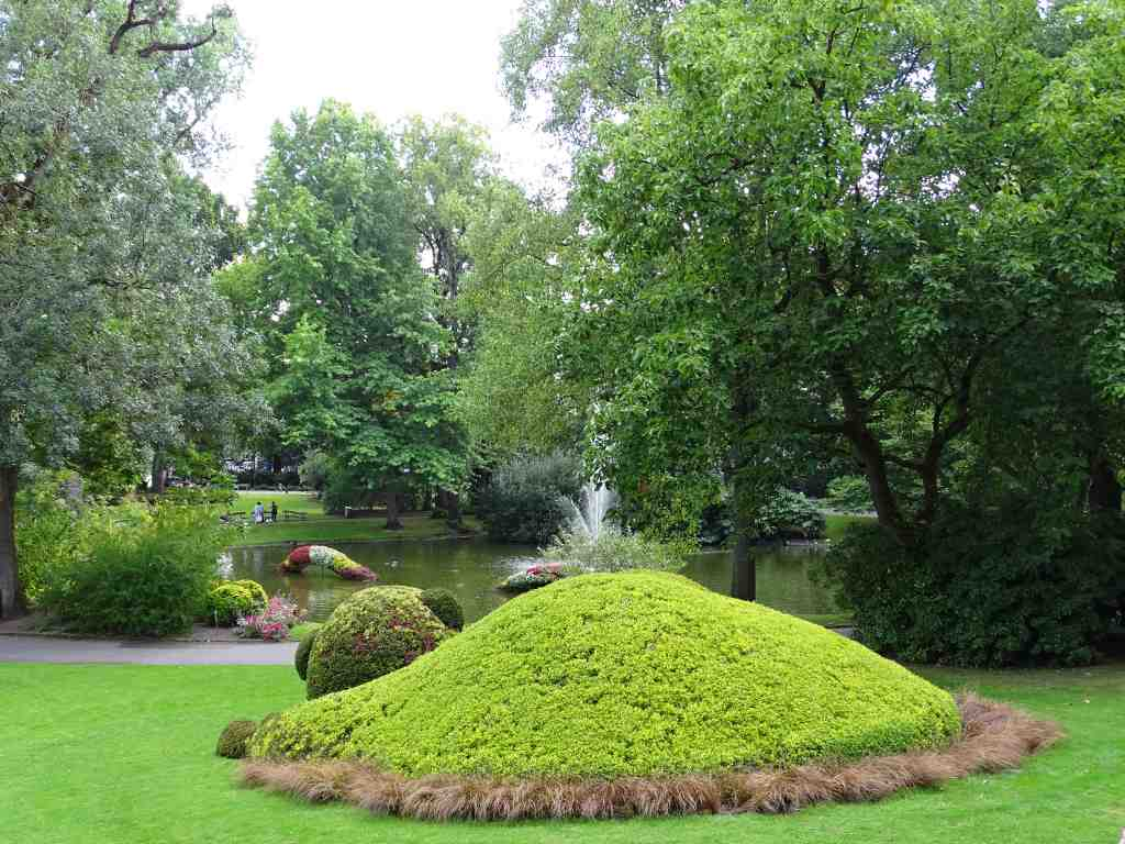 Jardin Des Plantes Versus Claude Ponti Beaux Jardins Et Potagers