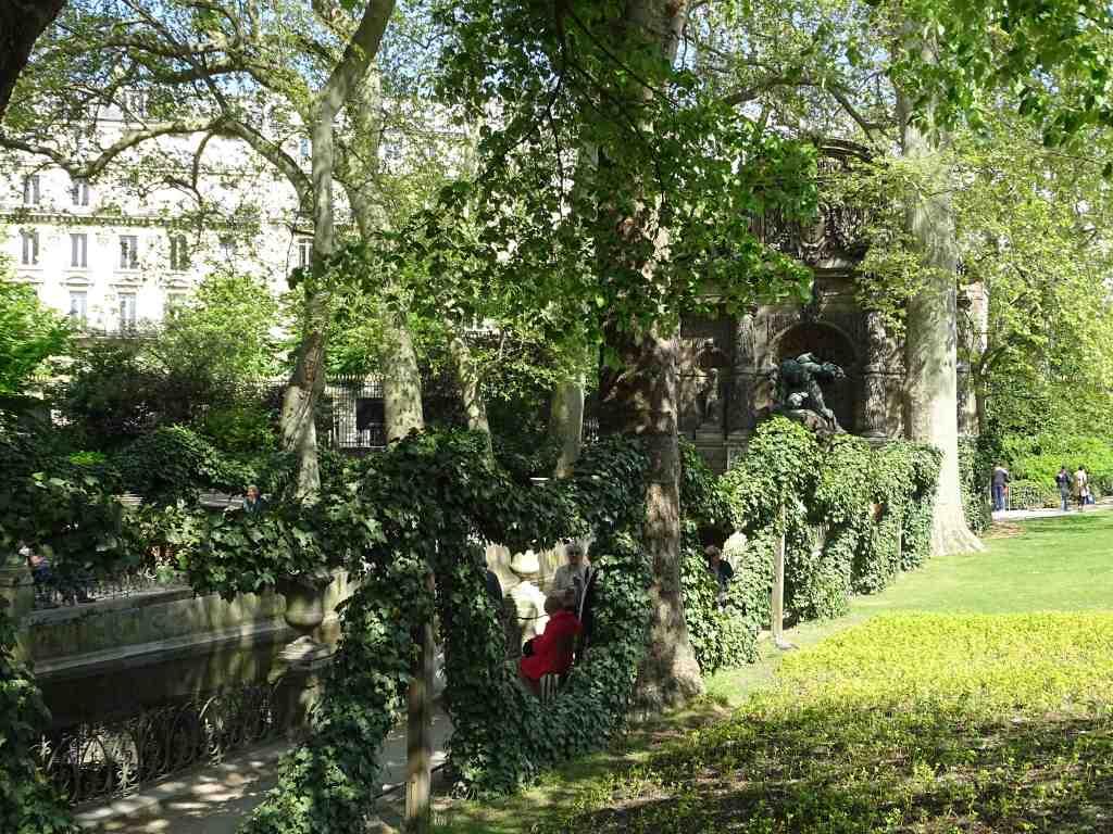 Jardin du luxembourg du cot de la fontaine de marie de for Jardins paris 2015