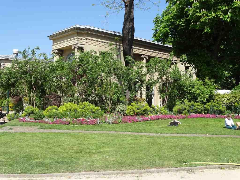 autour de l 39 espace pierre cardin beaux jardins et potagers. Black Bedroom Furniture Sets. Home Design Ideas